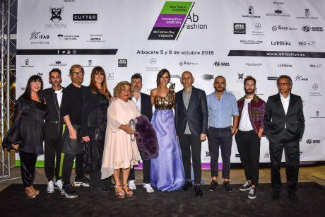 Foto de familia con los diseñadores y organizadores