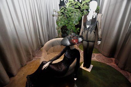 Algunos de los diseños de Roberto Diz expuestos en el restaurante