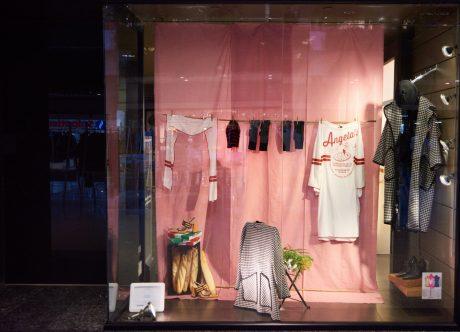 Escaparate de IED Madrid con prendas de Juan Vidal en CC Moda Shopping